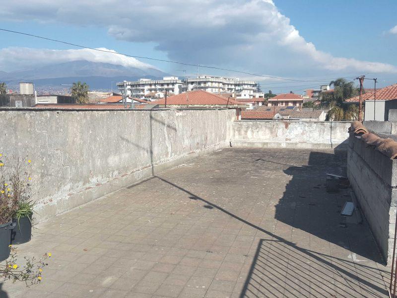 Casa singola con cortile e terrazza San Gregorio